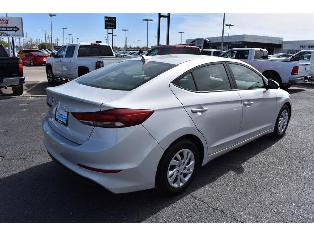 Pre Owned 2017 Hyundai Elantra Se 2 0l Auto Sedan In
